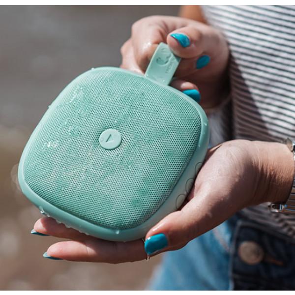 Omdat de Rockbox Bold XS extra klein is, is hij gemakkelijk mee te dragen en kun je hem overal mee naartoe nemen.
