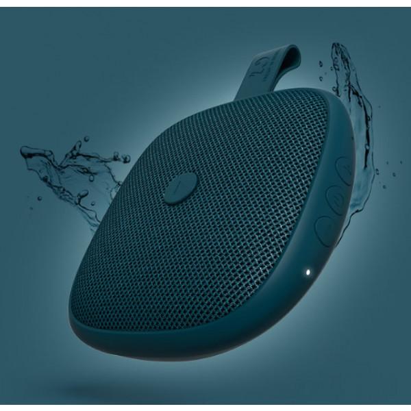 De Bold XS is splash waterproof (IPX5) wat betekent dat hij wel tegen een beetje water kan.