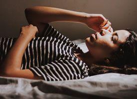 Als je in bed ligt te draaien en niet kan slapen.